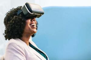 eye tracking virtual reality experience